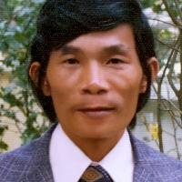 Nhạc sĩ Trầm Tử Thiêng chụp ngàyTết 1975