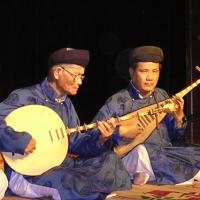 Nghệ nhân Trần Kích ( trái)
